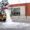大量の水が一瞬で吸収されるアスファルトがすごい!