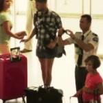 ギリシャの空港で行なわれた大掛かりなフラッシュモブ
