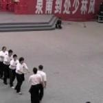 やらせっぽい中国武術のパフォーマンスwww